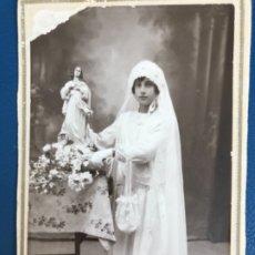 Fotografía antigua: ANTIGUA FOTO POSTAL CARTON NIÑA DE COMUNION ARANJUEZ OCAÑA 1929 FOTO BURGO VELO FLORES . Lote 176675848