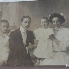 Fotografía antigua: ANTIGUA FOTOGRAFIA FAMILIAR.FOTO J.OCAÑA E HIJOS.VIGO. DESTINO LOS SANTOS BADAJOZ.PPIOS DEL XX. Lote 176694024