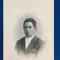 Fotografía antigua: ANTIGUO RETRATO 1900 HOMBRE BONITA BORDES DIFUMINADOS POSTAL EN CARTON 1900 CELEDONIO FOTO MADRID. Lote 176794337