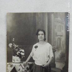 Fotografía antigua: PRECIOSA FOTO DE ESTUDIO DE SEÑORITA. PRINCIPIOS DE SIGLO. Lote 176946684
