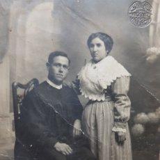 Fotografía antigua: FOTOGRAFÍA POSTAL DE ESTUDIO-FAMILIA RUSTICA-SELLADA EN SECO SANCHEZ. Lote 177187228