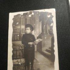 Fotografía antigua: TARJETA POSTAL NIÑO POSANDO. Lote 178159850