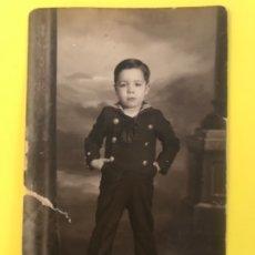 Fotografía antigua: NIÑO FOTO MARINERO ANTIGUA FOTO NIÑO COMUNION TRAJE MARINERO POSTAL SELLO FOTO ENRIQUE. Lote 178752452