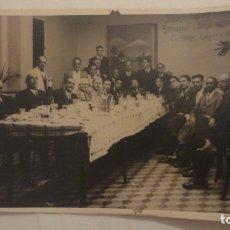 Fotografía antigua: ANTIGUA FOTOGRAFIA.GRUPO DE SEÑORES EN BAR.RESTAURANT? VALENCIA? AÑOS 30?. Lote 178979293