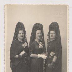 Fotografía antigua: FOTOGRAFÍA. SEÑORAS DE MANTILLA. FOTO QUIJANO, SAN FERNANDO. CÁDIZ.. Lote 179549573