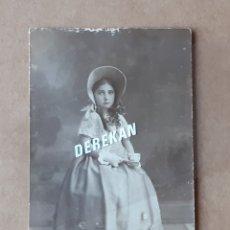 Fotografía antigua: ANTIGUA FOTOGRAFÍA POSTAL NIÑA. PRINCIPIOS DE SIGLO XX.. Lote 180020568