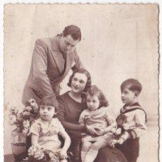 Fotografía antigua: ANTIGUA FOTOGRAFIA POSTAL - FAMILIAR. Lote 180168616