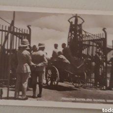 Fotografía antigua: POSTAL DE LA FRONTERA ANTIGUA DE GIBRARTAR. Lote 180231780
