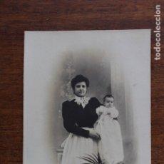 Fotografía antigua: POSTAL FOTOGRAFICA- DAMA CON BEBE- F GAUSI . Lote 182495687