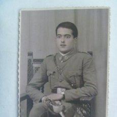 Fotografía antigua: REPUBLICA : FOTO DE ESTUDIO DE MILITAR DE CABALLERIA, CON SABLE. CON UN TOQUE DE COLOR. Lote 182976173