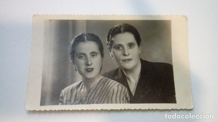 FOTOGRAFIA ANTIGUA RETRATO DE 2 MUJERES VALENZUELA FOTOGRAFOS ALMAGRO 1948 CIRCULADA (Fotografía Antigua - Tarjeta Postal)