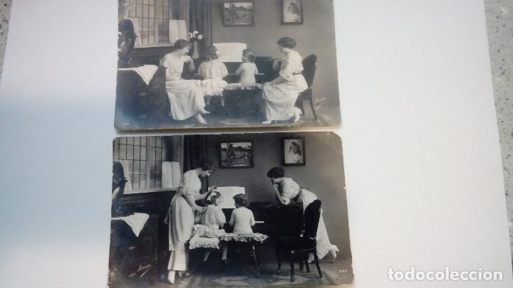 FOTOGRAFIAS ANTIGUAS LOTE DE 2 UDS. NIÑOS Y MADRES TOCANDO EL PIANO MADE IN FRANCE (Fotografía Antigua - Tarjeta Postal)