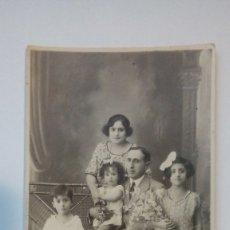 Fotografía antigua: FOTOGRAFIA TARJETA POSTAL ANTIGUA RETRATO DE FAMILIA UNION POSTALE UNIVERSELLE . Lote 183072075