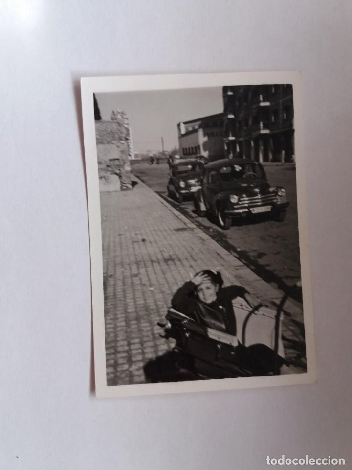 FOTOGRAFIA - NIÑO EN UN COCHECITO - COCHES (Fotografía Antigua - Tarjeta Postal)