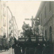 Fotografía antigua: BILBAO VIERNES SANTO-EL DESCENDIMIENTO-COFRADÍA DE LA VERA CRUZ-FOTOGRÁFICA AÑO 1947. Lote 183424708