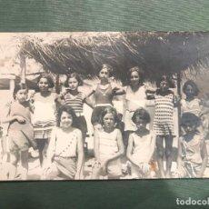 Fotografía antigua: NIÑAS EN LA PLAYA - UNION POSTAL UNIVERSAL - NO CIRCULADA. Lote 183559426
