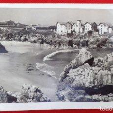 Fotografía antigua: FOTO DE LA PLAYA DE PUERTO CHICO EN LLANES. Lote 183831977