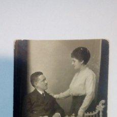 Fotografía antigua: TARJETA POSTAL ANTIGUA PAREJA 1916 CIRCULADA . Lote 184116388