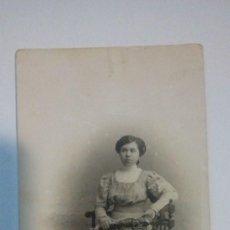 Fotografía antigua: TARJETA POSTAL ANTIGUA FIGURA DE MUJER POSANDO FOTOGRAFO CELEDONIO P. LOPEZ. Lote 184119443