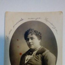 Fotografía antigua: TARJETA POSTAL ANTIGUA RETRATO DE MUJER POSANDO FOTOGRAFIA BIEDMA MADRID . Lote 184119661