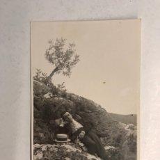 Fotografía antigua: VICH (BARCELONA) FOTOGRAFÍA, JOVEN EN EL CAMPO... FOTO: PALMAROLA (A.1918) MEDIDAS: 13,8 X 8,6 CM.,. Lote 186164998