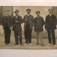 Fotografía antigua: LA VALENCIA QUE FUE.. FOTOGRAFÍA COSTUMBRISTA. GRUPO DE AMIGOS (H.1910?) MEDIDAS: 14 X 9 CM.,. Lote 186166518