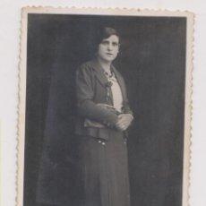 Fotografía antigua: FOTOGRAFÍA. UNA CHICA CON BOLSO. FOTÓGRAFO: H. BARRIOS. RIOSECO. VALLADOLID. Lote 186175141