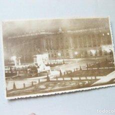 Fotografía antigua: FOTOGRAFÍA TAMAÑO POSTAL NOCTURNA DEL PALACIO REAL DE MADRID. AÑOS 40. Lote 187142191