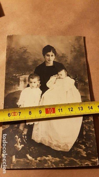 Fotografía antigua: Tarjeta postal de madre con hijos. Antigua. - Foto 3 - 191812783