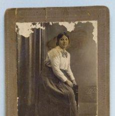 Fotografía antigua: HERMÓGENES Y COMPAÑÍA - CALLE TRINIDAD 5. VILLENA. ALICANTE. 14 X 9,5 CM.. Lote 192671148