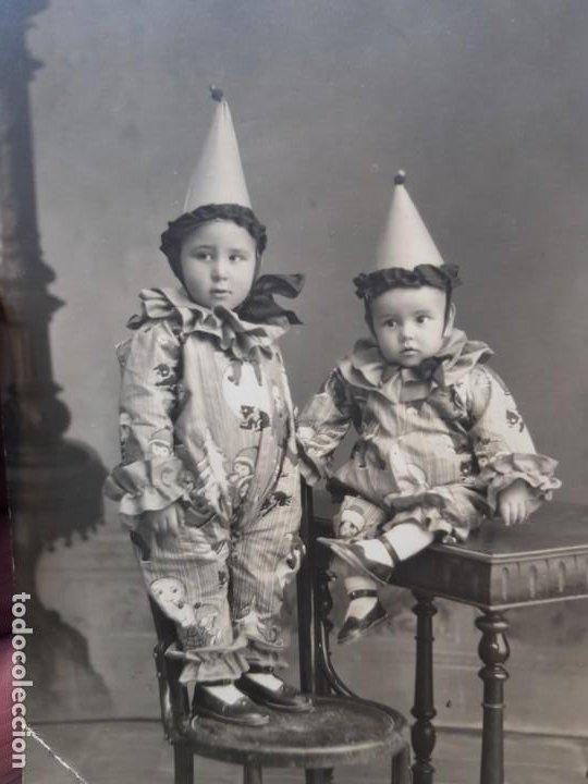 FOTOGRAFÍA POSTAL ANTIGUA ARLEQUINES EXTRAORDINARIA (Fotografía Antigua - Tarjeta Postal)