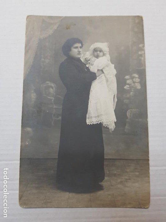 Fotografía antigua: Fotografía postal antigua Mujer con Niña Posando años 20 - Foto 3 - 193404773