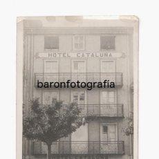 Fotografía antigua: PUIGCERDÁ - HOTEL CATALUÑA. 1930'S. POSTAL FOTOGRÁFICA. Lote 193809062