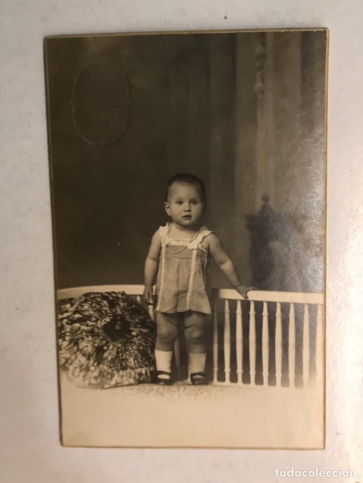 NIÑOS, FOTOGRAFÍA ANTIGUA. LA NIÑA MERCEDES A SU AMADA ABUELA... TALLER: ECLAIR (BARCELONA A.1920) (Fotografía Antigua - Tarjeta Postal)