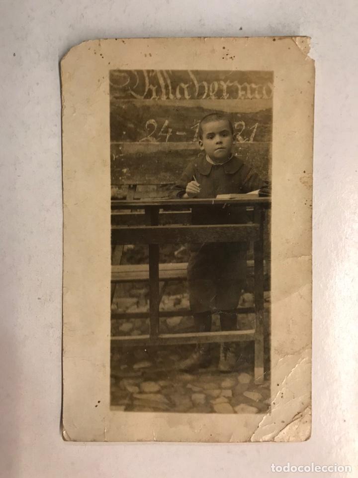 NIÑOS. FOTOGRAFÍA ANTIGUA... FRENTE AL PUPITRE (VALENCIA A.1921) (Fotografía Antigua - Tarjeta Postal)