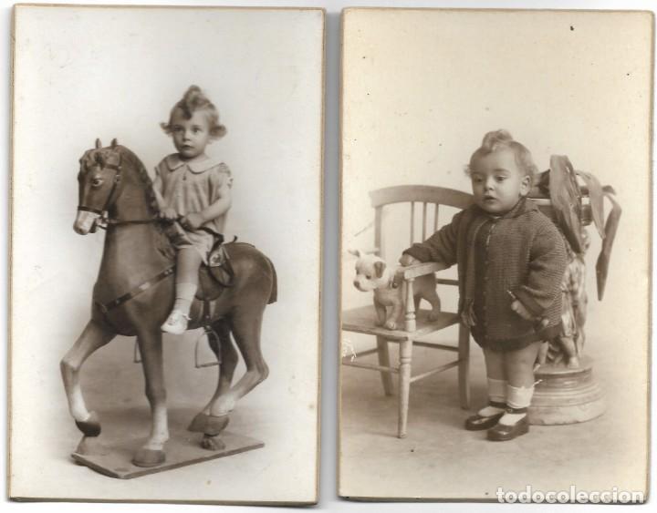 LOTE 2 FOTOGRAFÍAS BEBE CON JUGUETE (CABALLITO) - FOTÓGRAFO F. DERREY - VALENCIA - AÑOS 1925 Y 1926 (Fotografía Antigua - Tarjeta Postal)