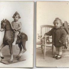 Fotografía antigua: LOTE 2 FOTOGRAFÍAS BEBE CON JUGUETE (CABALLITO) - FOTÓGRAFO F. DERREY - VALENCIA - AÑOS 1925 Y 1926. Lote 194229320