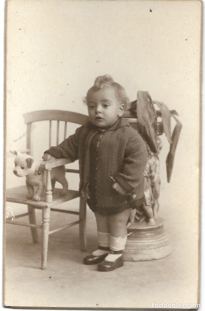 Fotografía antigua: LOTE 2 FOTOGRAFÍAS BEBE CON JUGUETE (CABALLITO) - FOTÓGRAFO F. DERREY - VALENCIA - AÑOS 1925 Y 1926 - Foto 2 - 194229320