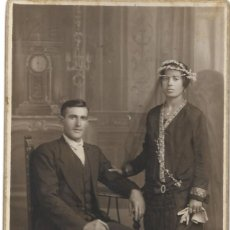Fotografía antigua: FOTOGRAFÍA DE UNOS NOVIOS MUY ANTIGUA - FOTÓGRAFO J. ARA - VALENCIA - AÑO 1927. Lote 194230141
