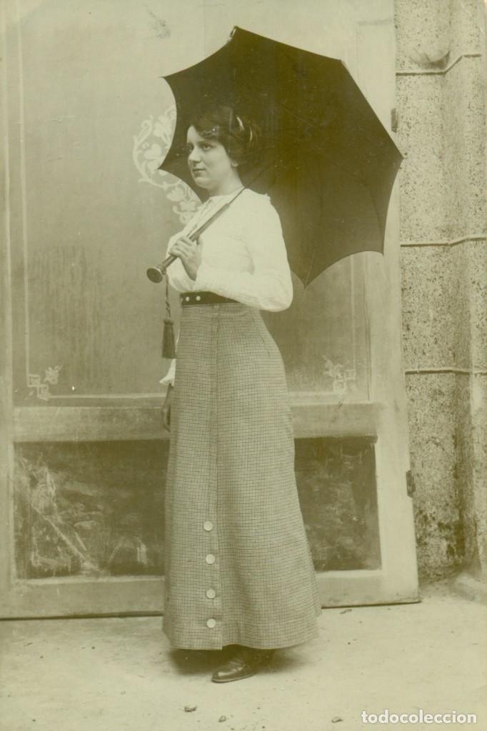 GALICIA CORUÑA. RIBA. FOTO DE UNA DAMA. ESCRITA EN 1913. (Fotografía Antigua - Tarjeta Postal)