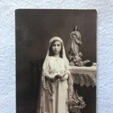 Fotografía antigua: ANTIGUA FOTOGRAFÍA POSTAL. NIÑA DE COMUNIÓN. 1936. SEVILLA. NOVOA. Lote 194554896