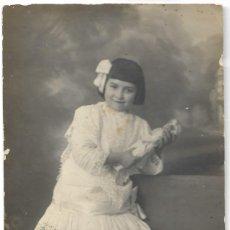 Fotografía antigua: FOTOGRAFÍA ANTIGUA NIÑA CON MUÑECA - FOTÓGRAFO MARTÍ - VALENCIA. Lote 194618061