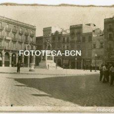 Fotografía antigua: FOTO ORIGINAL REUS PL PRIM COMERCIOS DE EPOCA AÑOS 20/30. Lote 194658443
