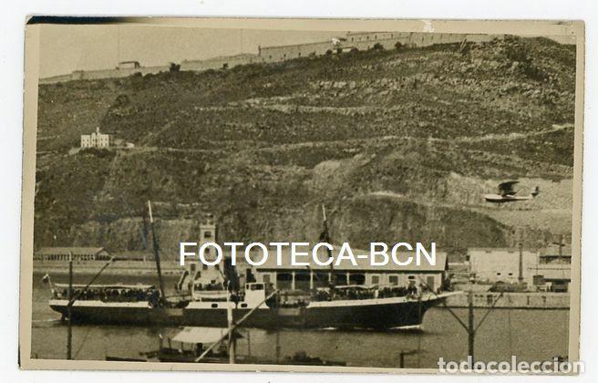 FOTO ORIGINAL BARCELONA PUERTO FARO CASTILLO MONTJUIC BARCO PASAJEROS HIDROAVION AÑOS 20/30 (Fotografía Antigua - Tarjeta Postal)