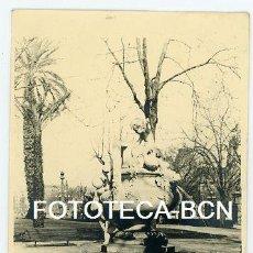 Fotografía antigua: FOTO ORIGINAL FONT DELS NENS ESCULTOR JOSEP REYNES PARC DE LA CIUTADELLA BARCELONA AÑOS 20/30. Lote 194689025
