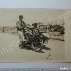 Fotografía antigua: FOTOGRAFÍA ANTIGUA. MOTOCICLETA CON SIDECAR. FOTO LÓPEZ. Lote 194782691