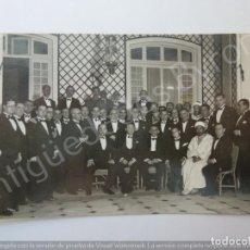 Fotografía antigua: FOTOGRAFÍA ANTIGUA. GRUPO DE PERSONAS. FOTÓGRAFO CUADRADO. TETUÁN (13,5 X 8,5 CM). Lote 194783772
