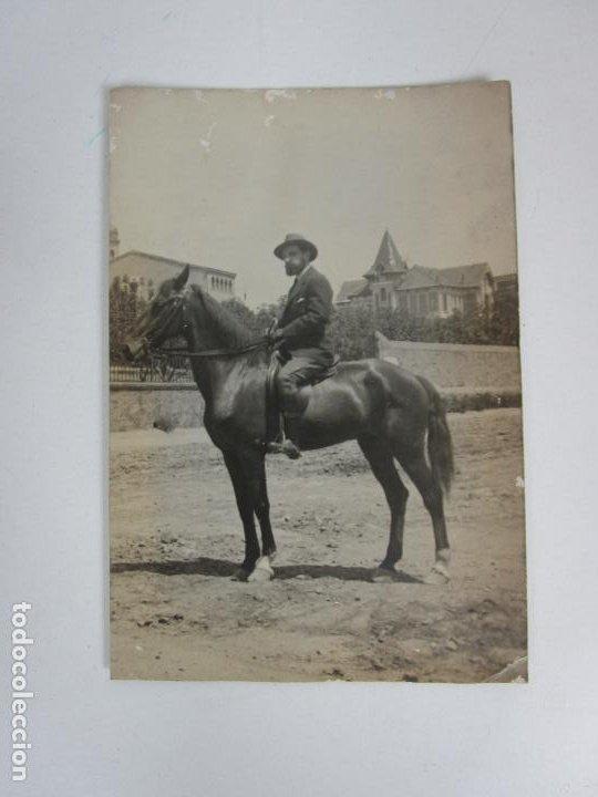 ANTIGUA TARJETA POSTA - CABALLERO A CABALLO (Fotografía Antigua - Tarjeta Postal)