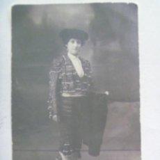 Fotografía antigua: FOTO DE ESTUDIO DE MUJER TORERO O SIMPLEMENTE TRAVESTIDA DE TORERO. DE M. BOCCONI, MERIDA ( BADAJOZ . Lote 194930797