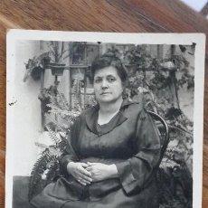 Fotografía antigua: FOTO DE ESTUDIO DE SEÑORA 14 C X 9 CM. Lote 195033480
